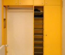 Einbaugarderobe, Birke Multiplex farbig lackiert