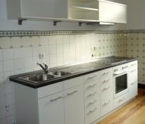 Einbauküche mit Regal weiß lackiert