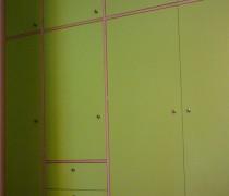 Einbauschrank Tischlerplatte farbig lackiert