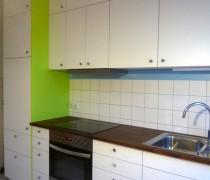 Küche mit Massivholzarbeitsplatte