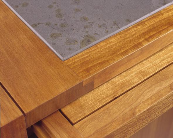 Tischfläche, Kirschbaum und Schiefer